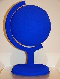 kunst-minimalisme-blauwe wereldbol-yves klein-6.jpg